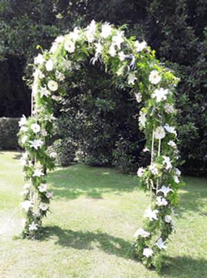 Floristería Yedra Santander. Arco de flores para bodas.
