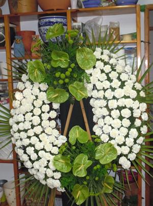 Corona de dos cabezales en Floristería Yedra en Santander.
