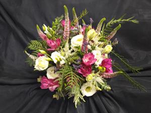 Floristería Yedra Santander ramo de novia tipo bouquet de fressias, lisiantus, veronica y astilve