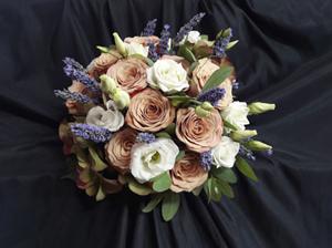 Floristería Yedra Santander ramo de novia de rosas, lisiantus y lavanda
